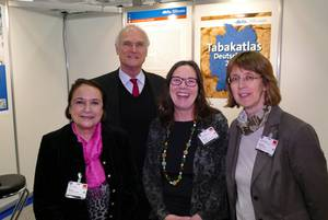 Foto: Martina Pötschke-Langer (Stabsstelle Krebsprävention), Susanne Schunk (Stabsstelle Krebsprävention), Lothar Binding (MdB), Susanne Weg-Remers (Krebsinformationsdienst).